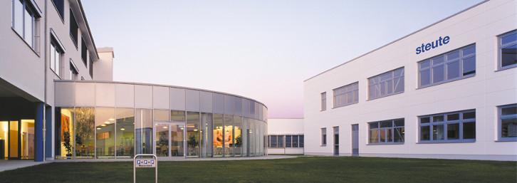 Siedziba firmy steute - producenta wyłączników linkowych i czujników zbiegania.